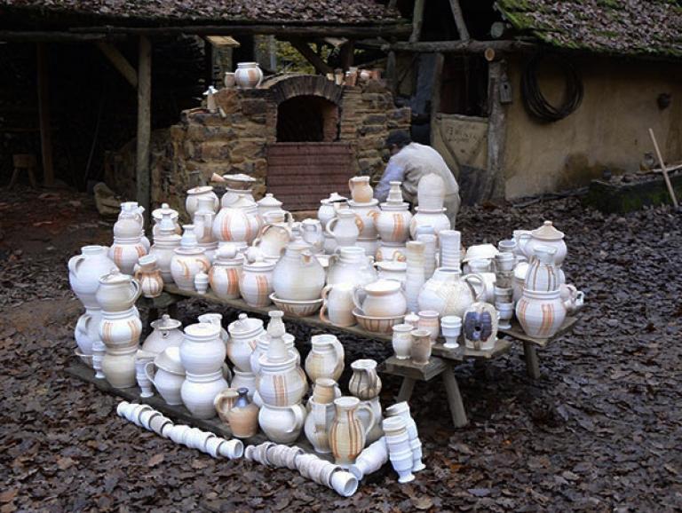 http://www.poteriedesgrandsbois.com/files/gimgs/th-185_Four-médiéval-Guédelon-07_v2.jpg