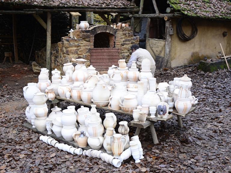 http://www.poteriedesgrandsbois.com/files/gimgs/th-58_Four-médiéval-Guédelon-07.jpg