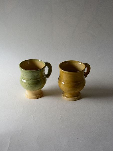 http://www.poteriedesgrandsbois.com/files/gimgs/th-30_GDT003-03-poterie-médiévale-gobelet-tasse_v2.jpg