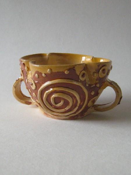 http://www.poteriedesgrandsbois.com/files/gimgs/th-30_GDT028-Tasse-polylobée-Poissy-XIVe-s-Moyen-age.jpg