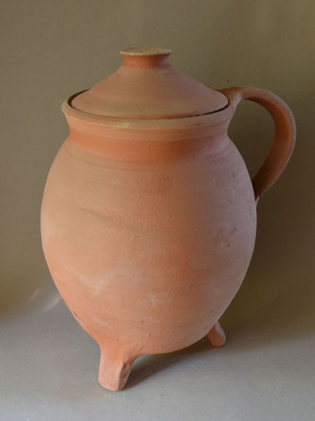 http://www.poteriedesgrandsbois.com/files/gimgs/th-32_COQ018_-Pot-tripode-Lorraine.jpg